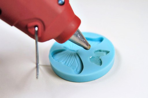 Using a Glue Gun with silicone molds to make cabochons via lilblueboo.com #diy #jewelry #gift #accessories