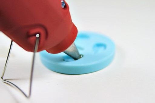 Tips for Using a Glue Gun with silicone molds to make cabochons via lilblueboo.com
