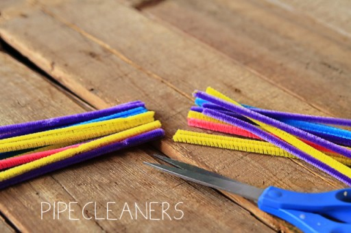 What to put in art box: pipecleaners via lilblueboo.com