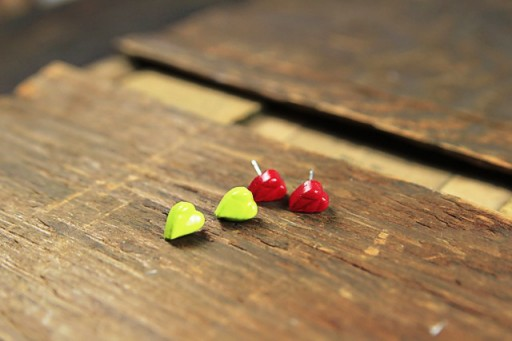 How to make cabochon earrings and jewelry (and make your own cabochons) via lilblueboo.com