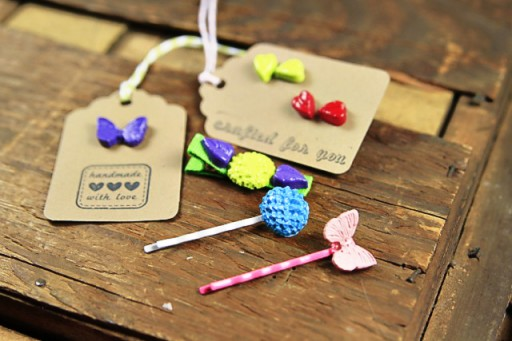 Things to make with cabochons via lilblueboo.com (holiday gift ideas, handmade holiday gifts, party favors)