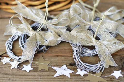 How to make paper garland via lilblueboo.com