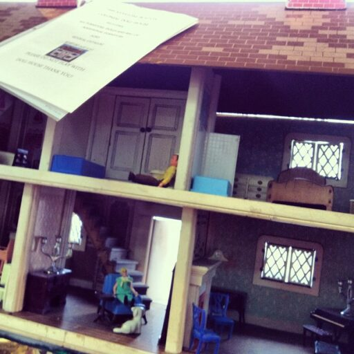1940's Dollhouse via lilblueboo.com