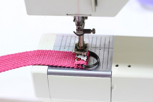 Sewing on a D-ring via lilblueboo.com