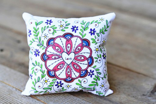 Handmade Valentine's Gift Ideas (fabric markers) via lilblueboo.com