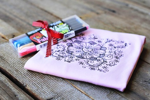 Coloring a T-shirt for a Gift Idea via lilblueboo.com