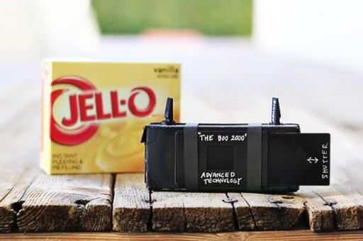 Make a pinhole camera from a box via lilblueboo.com