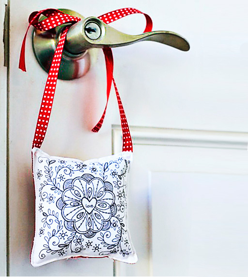 DIY Door Hanger using Printable (for Valentine's Day) via lilblueboo.com