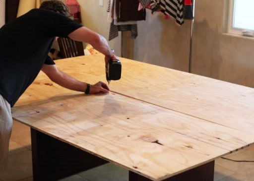 How to Make a screen printing table via lilblueboo.com