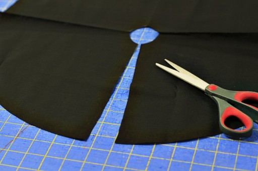 "Making an 18"" Doll Salon Cape via lilblueboo.com"