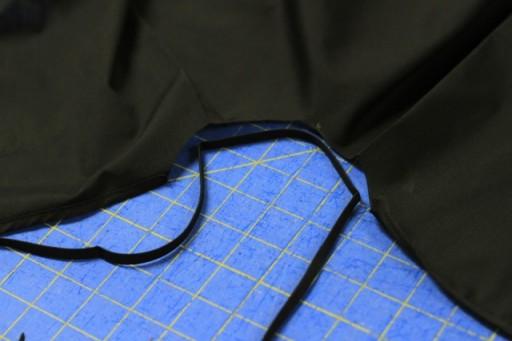 Sewing on bias tape to neck via lilblueboo.com