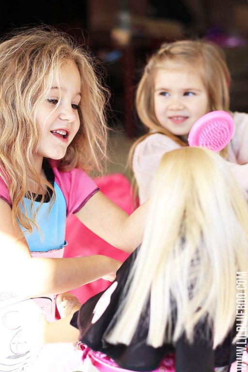 Fun with Doll Salon (Doll Beauty Bar) via lilblueboo.com #americangirl #party #diy