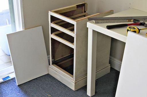 DIY desk via lilblueboo.com #decor #office #diy #homedecor #organization #thrifting