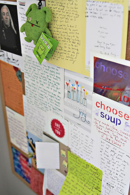 Displaying Handwritten Notes and Cards via lilblueboo.com #decor #office #diy #homedecor #organization #thrifting