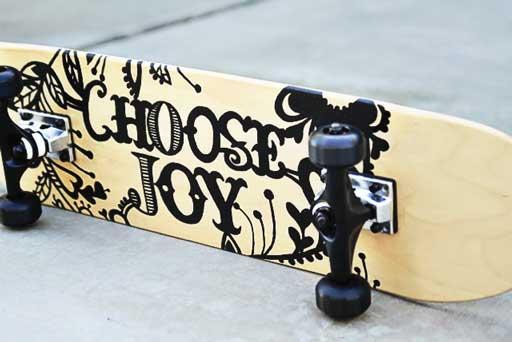 How to make a custom skateboard graphic via lilblueboo.com #skateboard #diy #gift #handmade