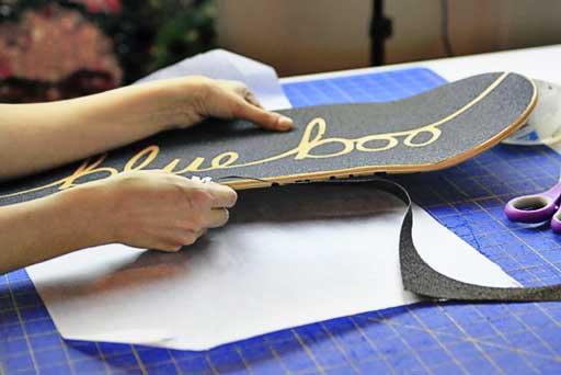 How to cut grip tape designs and clean edge via lilblueboo.com #skateboard #diy #gift #handmade