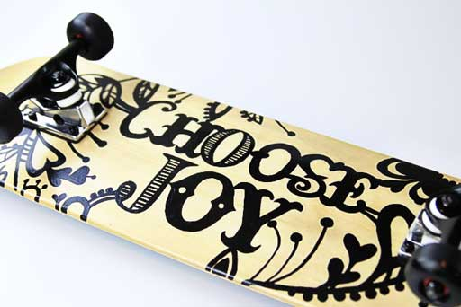 How to paint a skateboard professionally via lilblueboo.com #skateboard #diy #gift #handmade