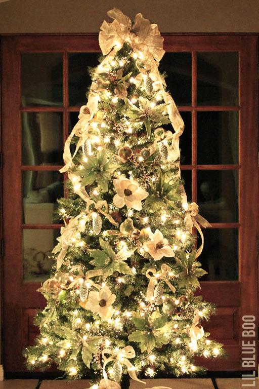 Christmas Tree Photos at Night - Michaels Dream Tree Challenge Reveal 2013 #christmas #JustAddMichaels via lilblueboo.com
