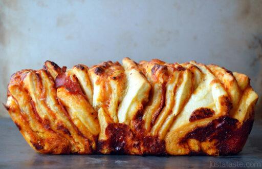 Football Food: Pepperoni Pizza Pull-Apart Bread via Just a Taste