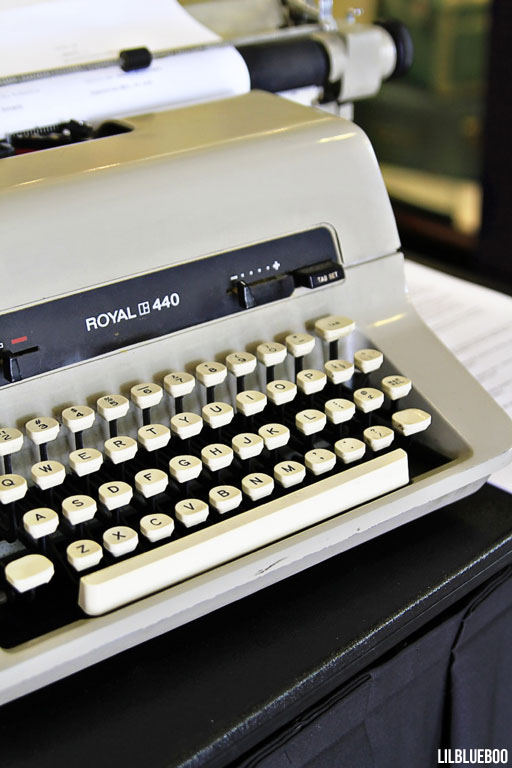 Royal 440 Vintage Typewriter via Ashley Hackshaw / Lil Blue Boo