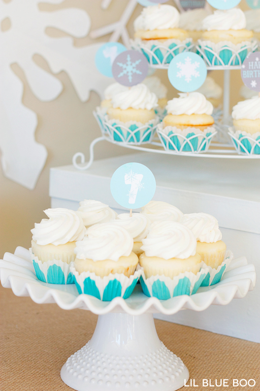 Free Printable Snowflake Cupcake Toppers for a Frozen Winter Birthday Party via Ashley Hackshaw / lilblueboo.com #frozen