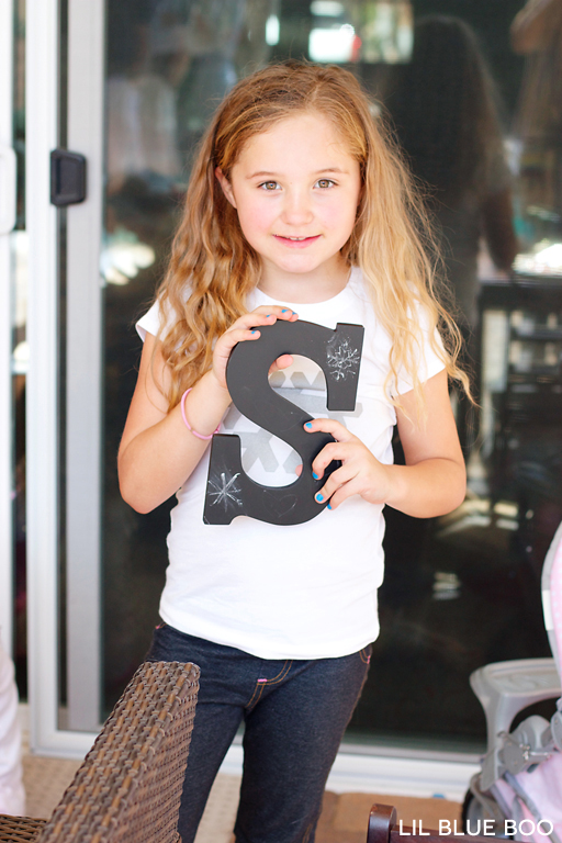 Learn how to draw a snowflake craft at a Frozen Winter Birthday Party via Ashley Hackshaw / lilblueboo.com #frozen