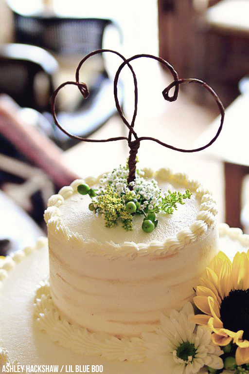 Rustic Cake Topper wedding ideas - Hemlock Inn - Bryson City, NC #wedding #rusticwedding #ncwedding #brysoncity
