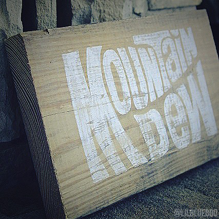 How to make a hand painted rustic sign
