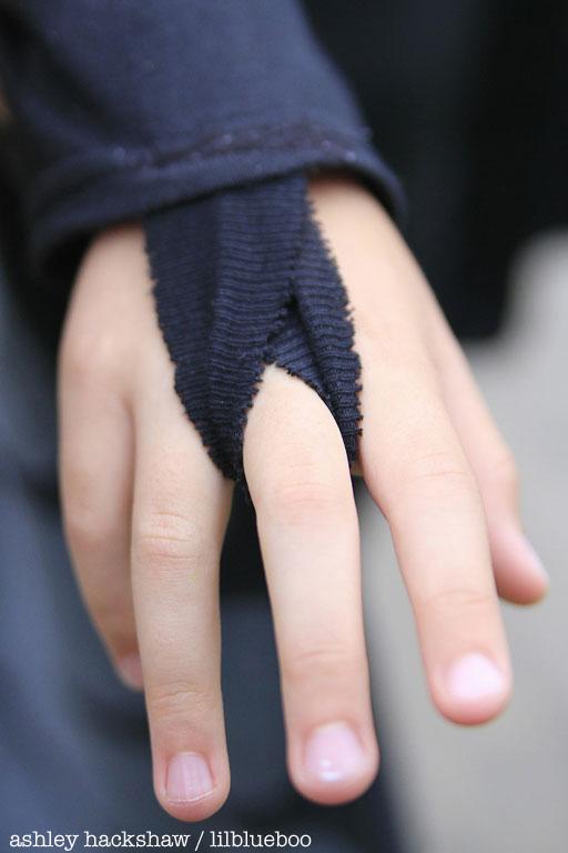 DIY butterfly wings finger loop