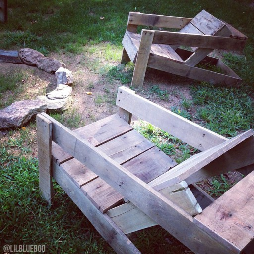reclaimed wood chairs made out of pallets