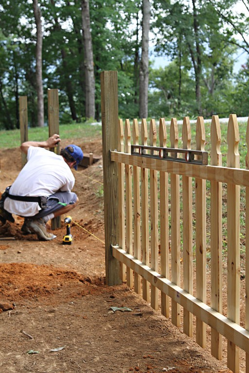 garden fence ideas - A Straight Fence Using a String