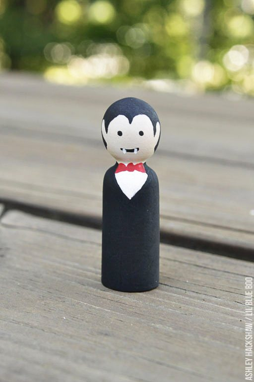 How to paint a vampire peg doll - peg doll tutorial
