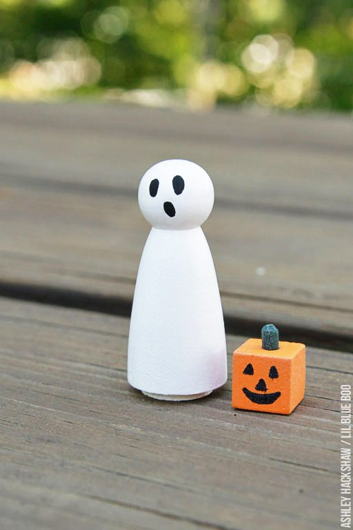 How to paint a Halloween ghost peg doll - peg doll tutorial