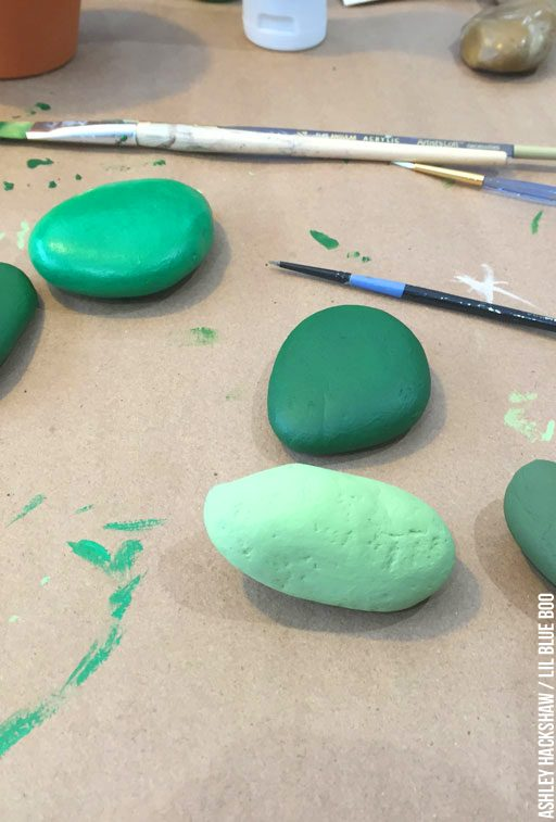 Paint Rock to look like cactus - diy painted rock cactus garden
