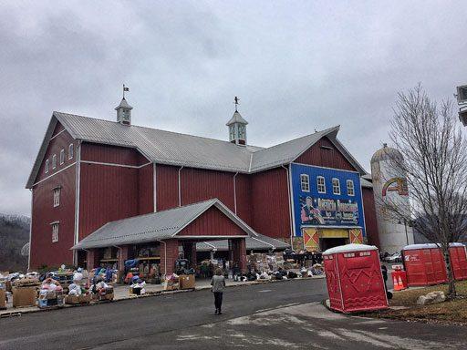 Volunteering in Gatlinburg - the distribution center