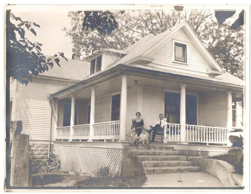 Sixty-One Park c. 1925 - Bryson City Farmhouse airbnb
