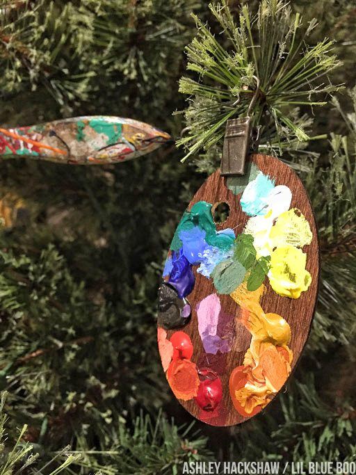 Tiny paint palettes - Christmas ornaments DIy art theme