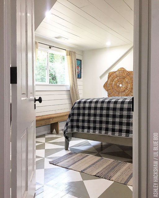 How to Paint a Floor – The Farmhouse DIY Painted Floor Quilt