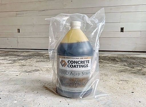 Refinishing the concrete floor - acid stain dark brown